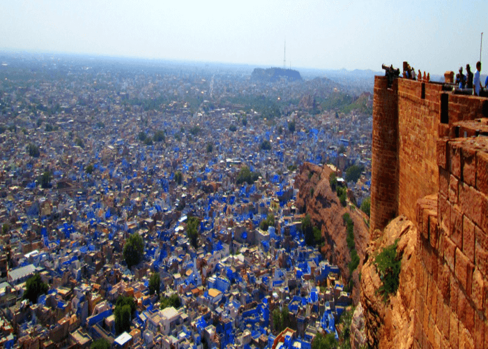 Have a beautiful view of the blue houses