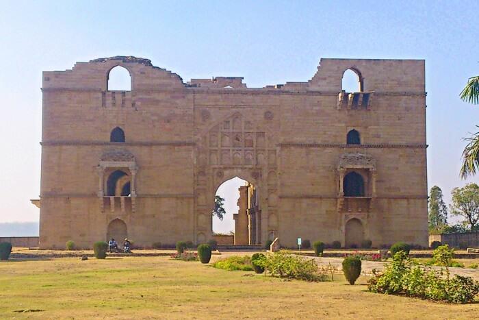 visit Koshak Mahal in chanderi, dhanaulti