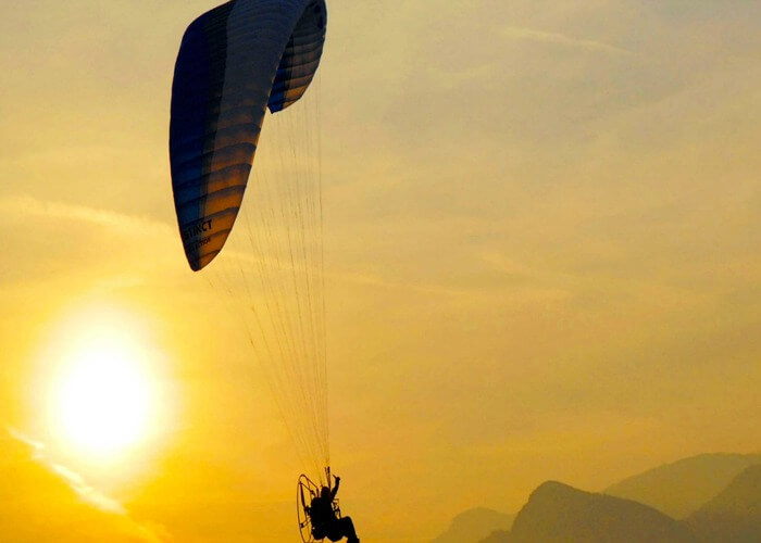 Indulge in adventurous paragliding