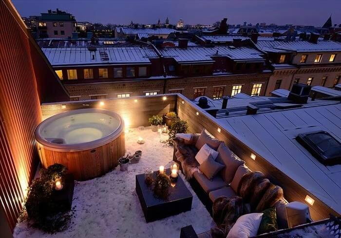 The rooftop hot tub at Quality Hotel 11