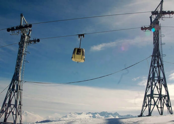 Gondola ride in Gulmarg is fun for tourists