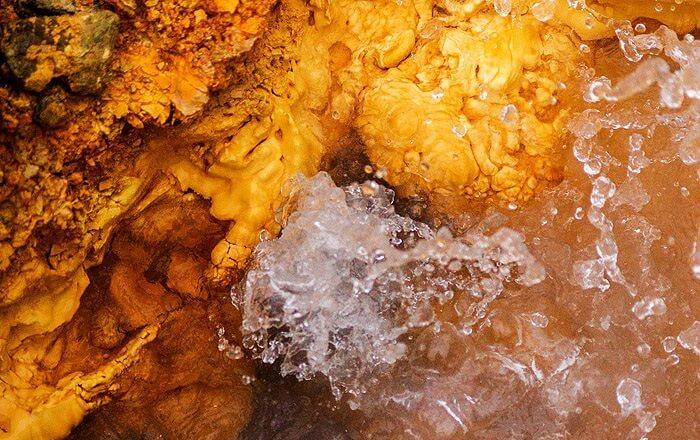 The sulphur rich hot springs of Tapovan