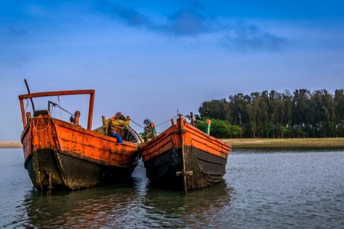 Fishing boats approaching the shore in Digha