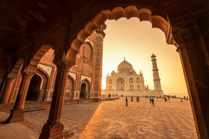 Bask in the overwhelming grandeur of the Taj Mahal of Agra