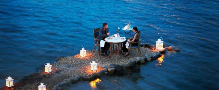 A romantic meal at the Tiny Peninsula