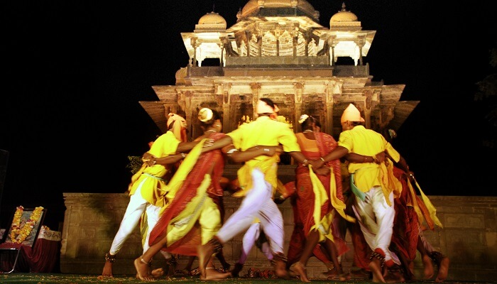 Locals performing a folk dance on the occasion of Bundi Utsav