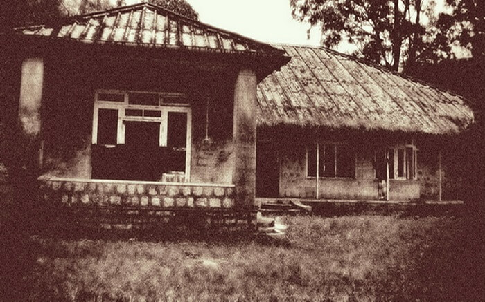 The entrance of the GB 25 Bonacaud Bungalow
