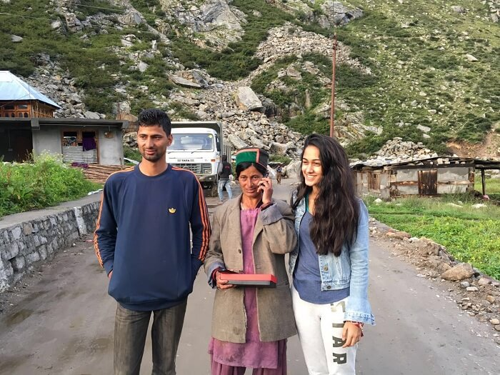 Lehan with Manu bhaiya and her friend in Chitkul