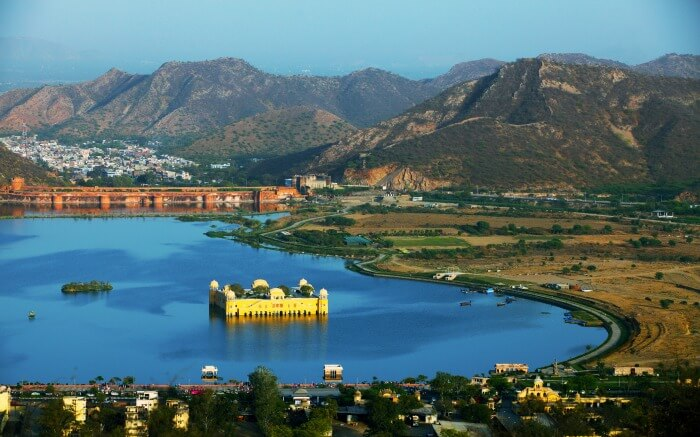 Jal Mahal located in the middle of Mansagar Lake