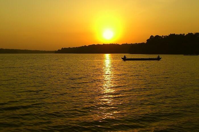 A beautiful sunset shot taken at the Sasthamcotta Lake
