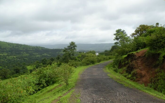 Road to Velhe Village