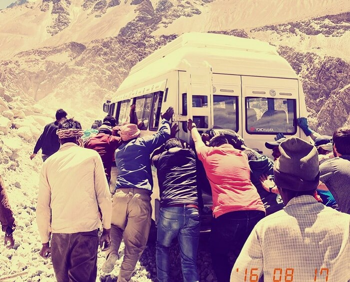 Sumit and his friends push the bus in Himalayas