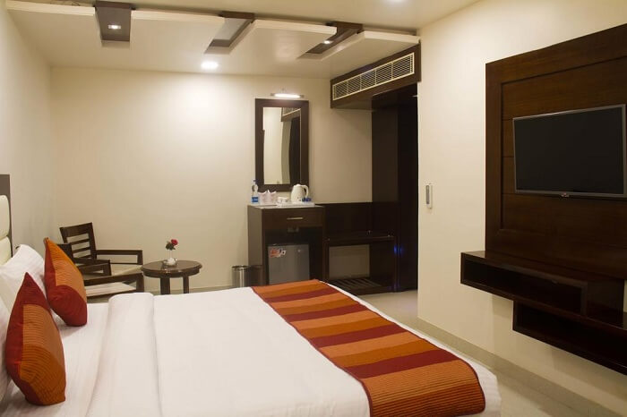 A neat and simple room at Hotel Ajmer Inn