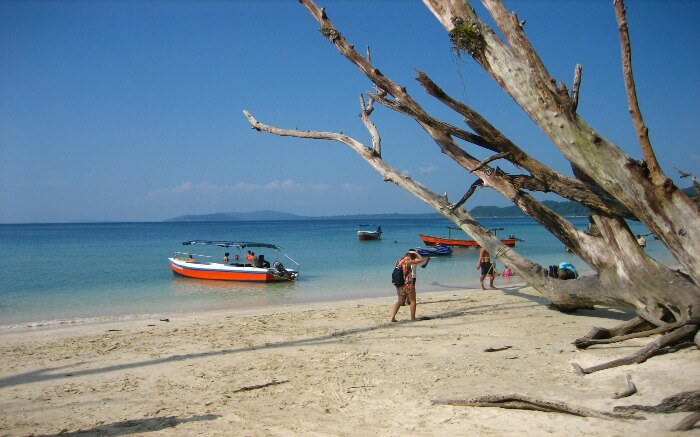 Tourists in Wandoor Beach near Port Blair