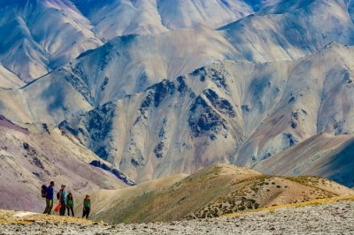 Trekkers en route to the Zanskar valley trek