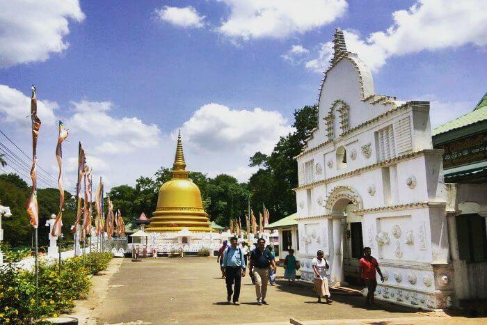 dambulla cave temple in dambulla