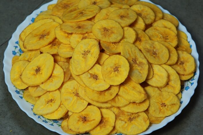 A plate full of banana chips that are among the popular things to buy in Kerala