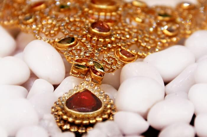 A beautiful gold necklace that is on sale in Kerala