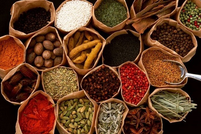 The various spices that are popular things to buy while shopping in Kerala