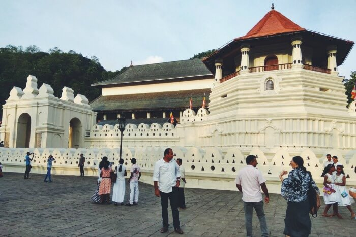 temple of tooth relic in kandy