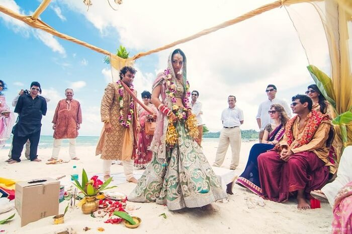A beach wedding of a Hindu couple