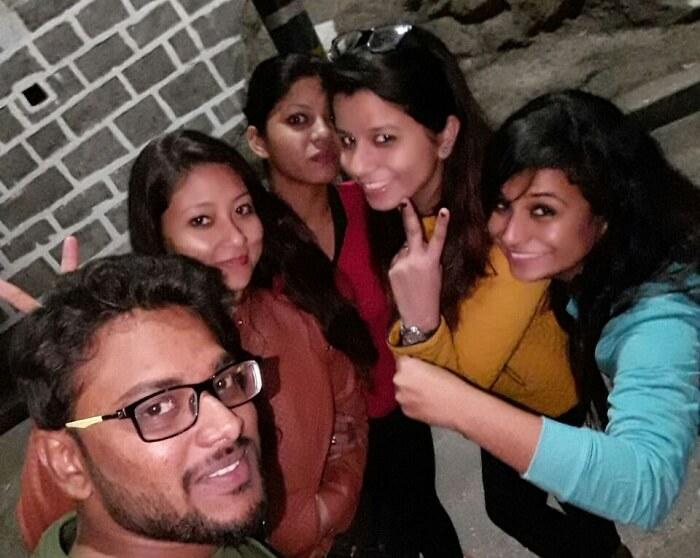 Travelers in Lansdowne clicking a selfie