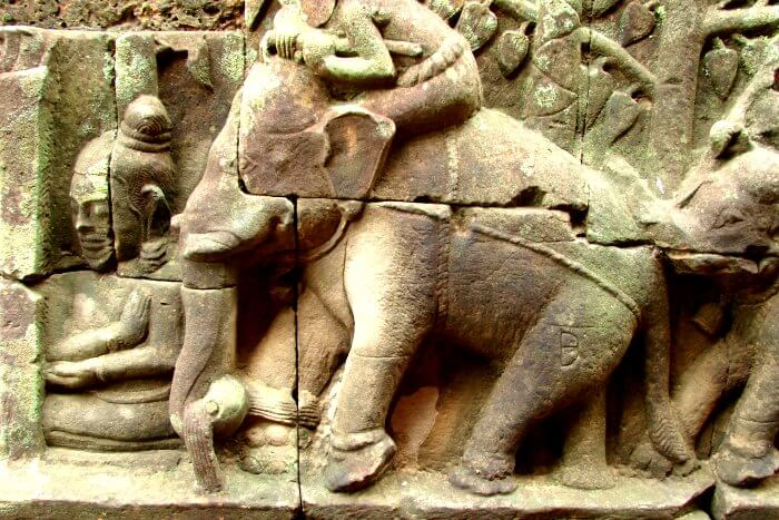 carvings at elephant terrace temple