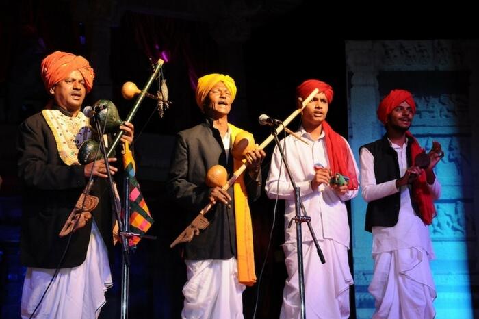 Carnatic vocalists performing at Hampi Utsav