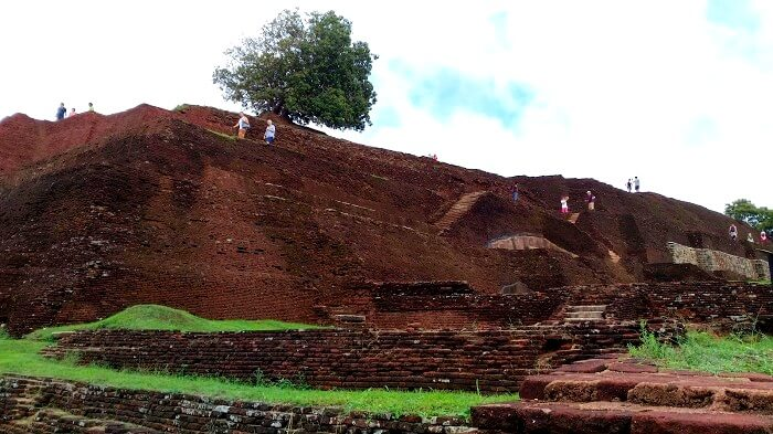 Climbing up the 1400 steps in Sigiriya