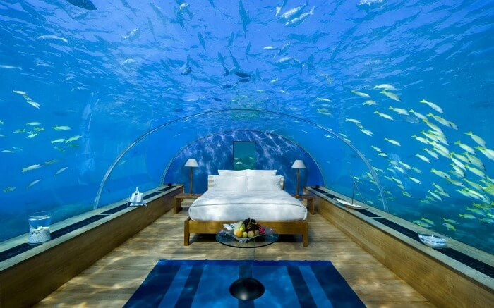 Room in Jules' Undersea Lodge
