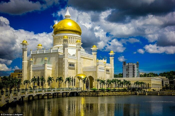 stunning mosque in brunei