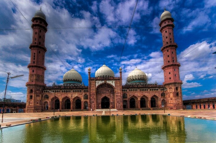 A beautiful shot of the alluring Taj Ul Masjid in Bhopal