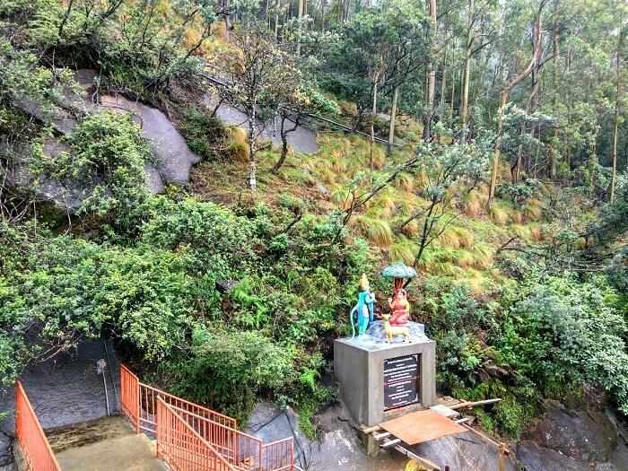 Family visiting temples in Sri Lanka