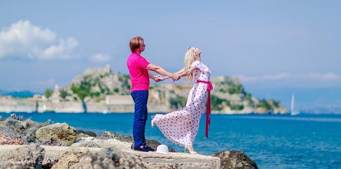 honeymoon couple in Corfu