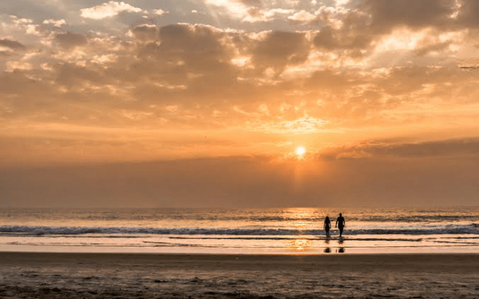 Silhouette of a couple in a beach in Goa