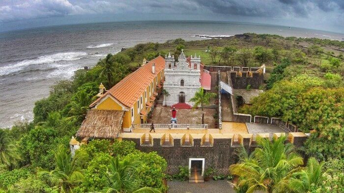 check out splendid Fort Tiracol in goa