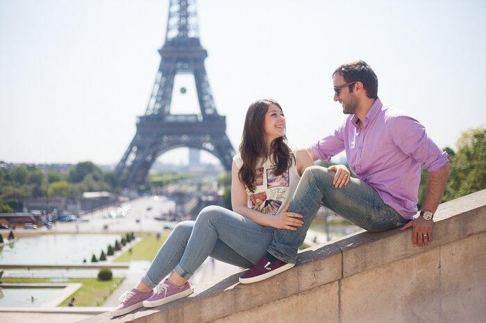 Honeymoon couple in paris