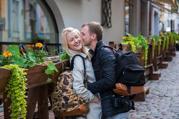 honeymoon couple in tallinn