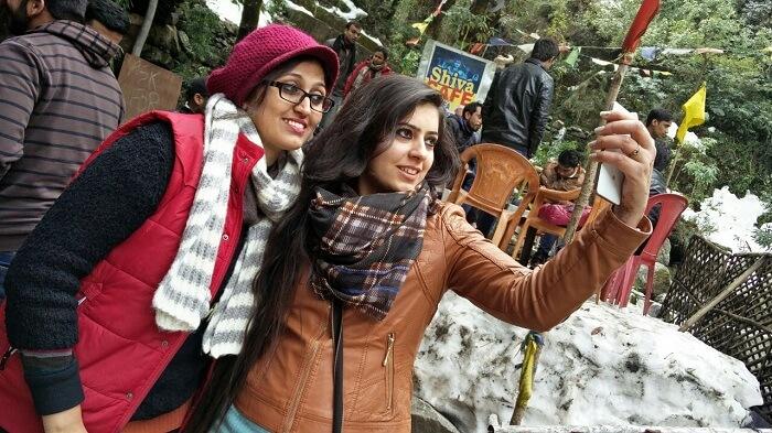 Girls clicking travel selfie in Dalhousie