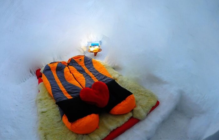 A sleeping bag on the bed inside the igloo in Manali