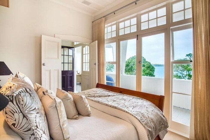 Beach House In Auckland
