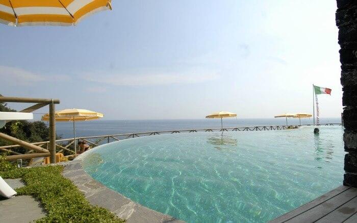 Pool in Hotel Ristorante Porto Roca