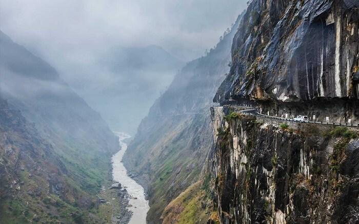 dangerous roads in Kasol