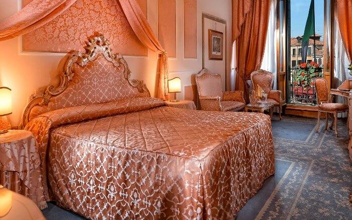 Room in Rialto Unique