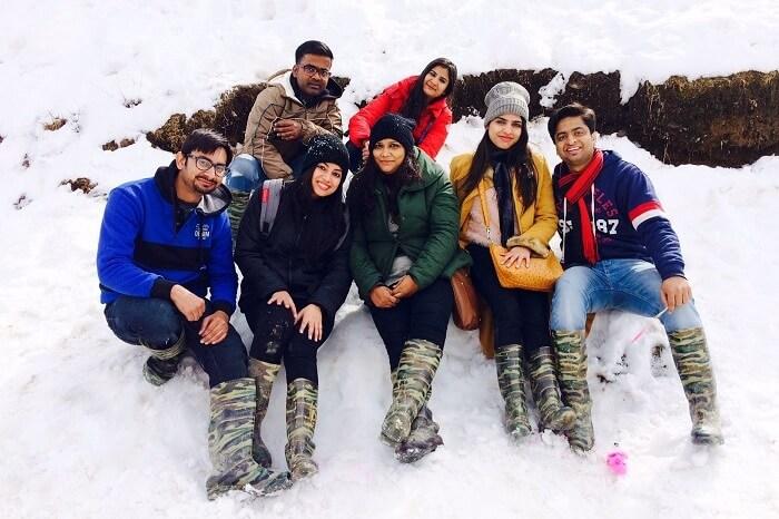 group photo at snow point kufri