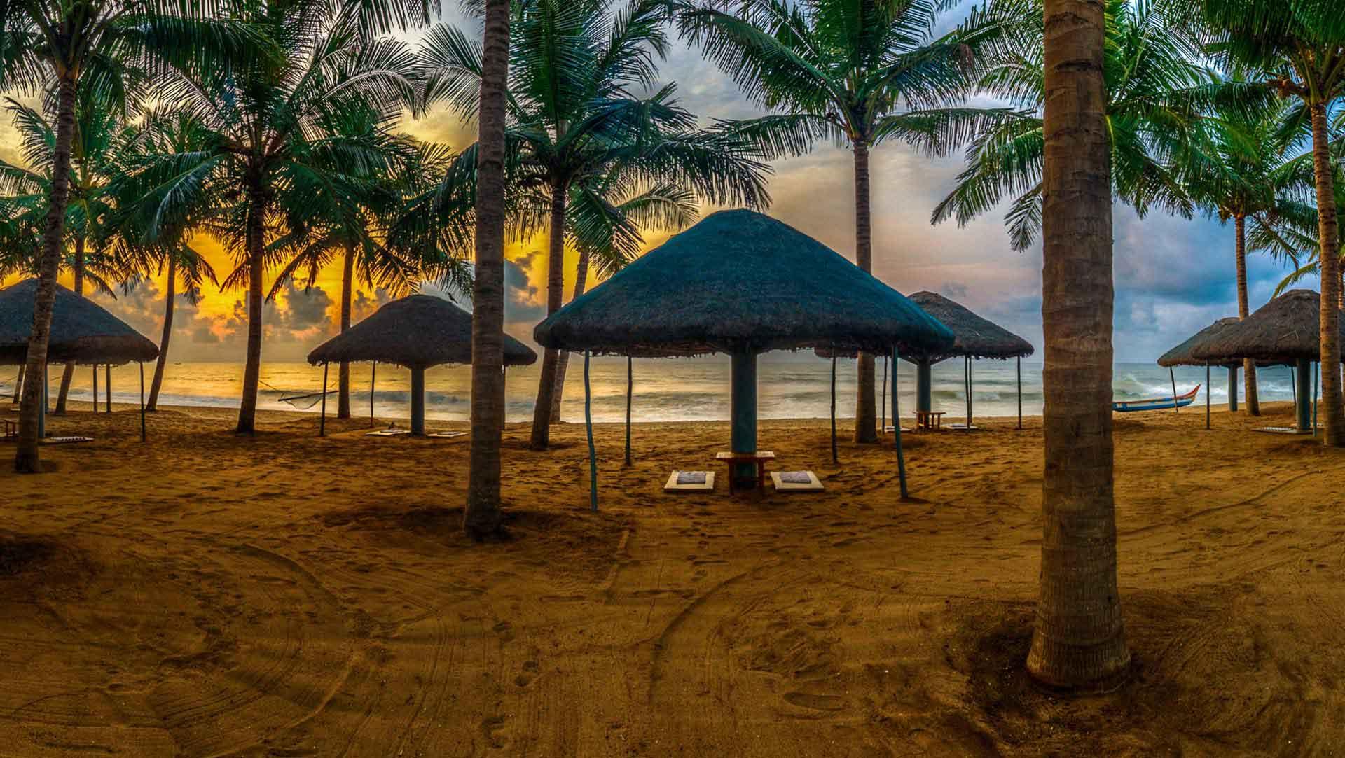 shack on wide beach Mahabalipuram