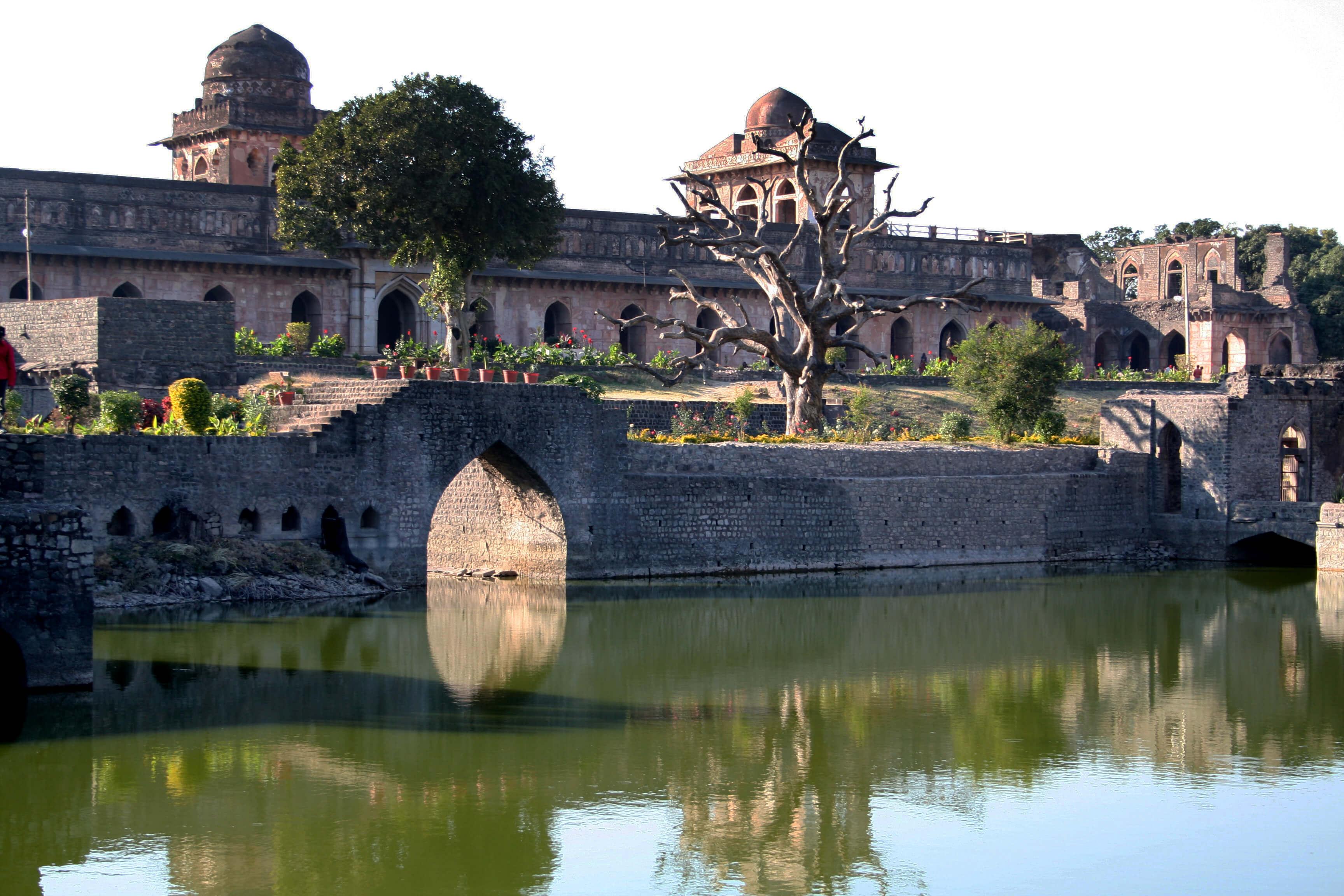 A lake behind a palace in Mandu