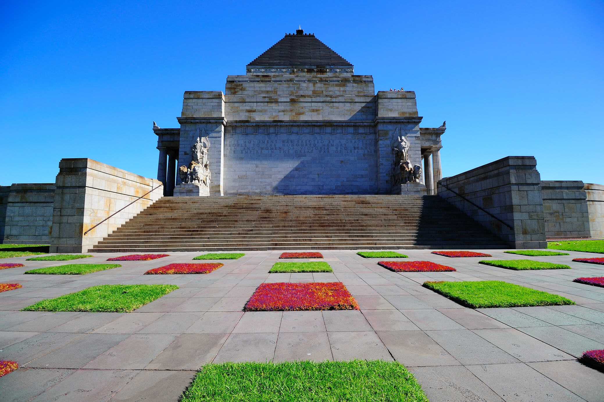 red and green grass in Shrine of Remembrance garden