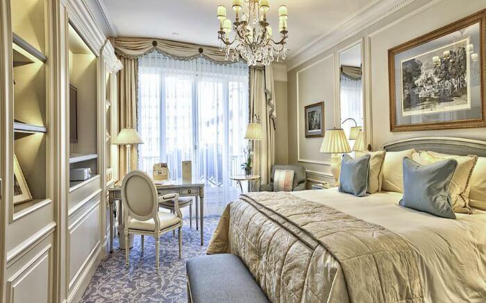 A room in Four Seasons Hotel in Paris
