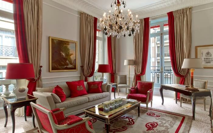 A room in Hotel Plaza Athenee